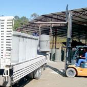 Caminhão descarregando concreto
